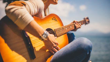 Des-cordes-de-guitare-fabriquées-avec-du-nylon-végétal.jpg